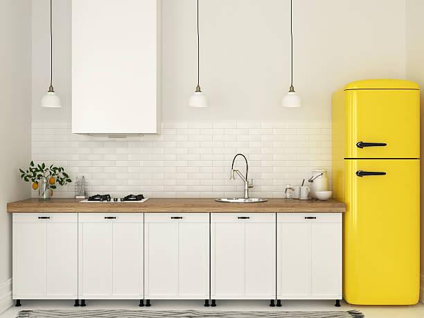 Lodów retro (żółta) w białej kuchni