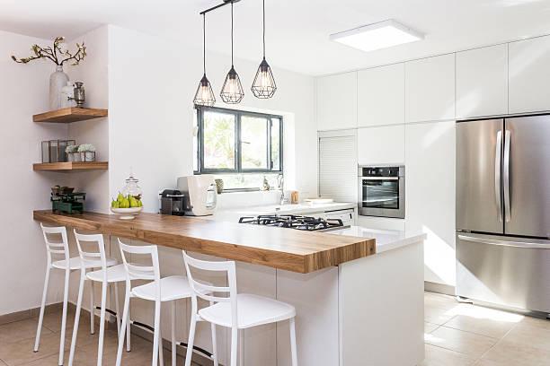 Lodów srebrna w białej kuchni